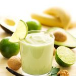 Romige peterselie smoothie met avocado en vanille