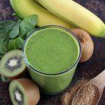 Groene smoothie van boerenkool en banaan